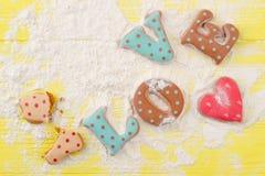 Amour de lettres des biscuits cuits au four Photographie stock