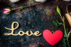 AMOUR de lettres et coeur et fleurs de Saint-Valentin Image stock