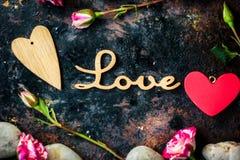 AMOUR de lettres et coeur et fleurs de Saint-Valentin Image libre de droits