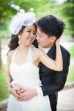 Amour de mariage de couples de jeunes mariés Images libres de droits