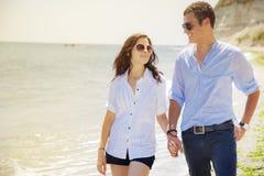 Amour de mer de plage de couples Images libres de droits