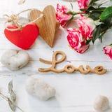 Amour de message avec les deux coeurs - concept de Saint-Valentin Photo libre de droits