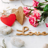 Amour de message avec les deux coeurs - concept de Saint-Valentin Image libre de droits
