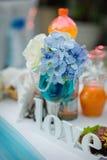 Amour de mot de cérémonie de mariage de décor de vintage sur le fond des fleurs Images libres de droits