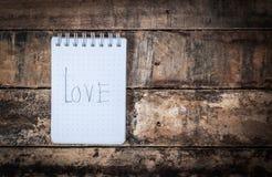 amour de mot sur le papier Image stock