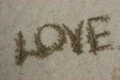 Amour de mot sur le sable Photo stock