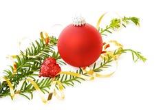 Amour de Noël avec le coeur et la babiole rouges Photos stock
