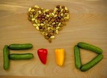 Amour de nourriture. Écrous et légumes Image libre de droits