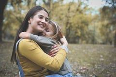 Amour de part de mère et de fille Image stock