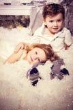 Amour de petit garçon et de fille Image libre de droits