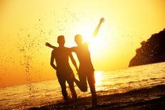 Amour de plage de susnet de concept de voyage Photos libres de droits