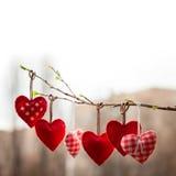 Amour de Saint Valentin beau Coeur accrochant dessus Image stock