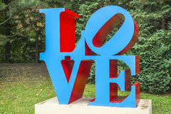 AMOUR de sculpture par l'artiste américain Robert Indiana Photos stock