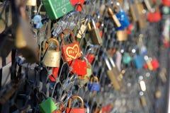 Amour de serrure sur le pont Photographie stock