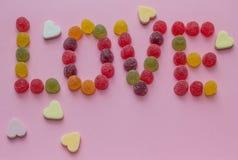 Amour de Word écrit avec la sucrerie Images libres de droits