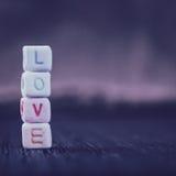 Amour de Word écrit dans les blocs en céramique Images stock