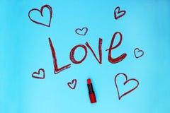 Amour de Word écrit par le rouge à lèvres Images libres de droits