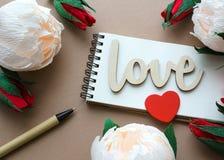 Amour de Word avec le coeur et les diverses fleurs Images libres de droits