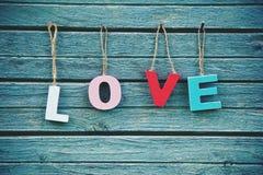 Amour de Word avec les lettres en bois Photo libre de droits