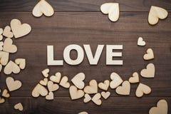 Amour de Word composé avec les lettres en bois Photos libres de droits