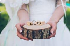 Amour de Word des cubes en bois contenus Photographie stock