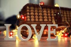 Amour de Word des lettres en bois sur le fond Photo libre de droits