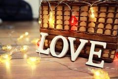 Amour de Word des lettres en bois sur le fond Image libre de droits