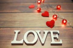 Amour de Word des lettres en bois sur le fond Photographie stock