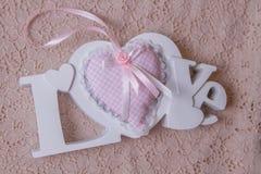 Amour de Word et coeur fait main rose Photographie stock