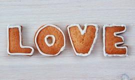 AMOUR de Word fait à partir des biscuits faits maison de valentine Photographie stock