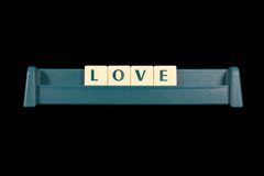 Amour de Word fait à partir des lettres en plastique de tuile Image stock