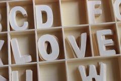 Amour de Word fait avec l'alphabet en bois de lettres Image stock