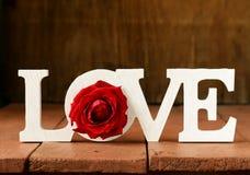 Amour de Word fait de lettres en bois Images stock