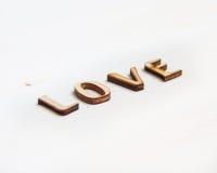 Amour de Word fait de lettres en bois Photos stock