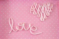 Amour de Word fait en fil rose Photographie stock libre de droits