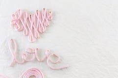 Amour de Word fait en fil rose Image libre de droits