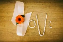 Amour de Word fait par les accessoires nuptiales de mariage Images libres de droits