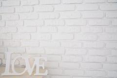 Amour de Word sur le fond de mur de briques Photographie stock