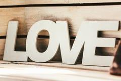 Amour de Word sur le fond en bois de planches Photographie stock