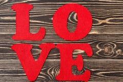 Amour de Word sur le fond en bois pour la Saint-Valentin Images libres de droits