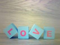 Amour de Word sur le fond en bois de Saint Valentin de fond Photos libres de droits