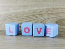 Amour de Word sur le fond en bois de Saint Valentin de fond Photo libre de droits