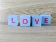 Amour de Word sur le fond en bois de Saint Valentin de fond Photographie stock libre de droits