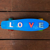 Amour de Word sur le panneau bleu de penny Image libre de droits