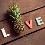Amour de Word sur le plancher en bois Images stock