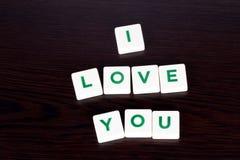Amour de Word vous avec des lettres sur le fond en bois Photos libres de droits