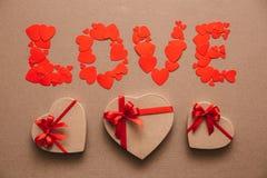 Amour des coeurs et des boîte-cadeau Photographie stock libre de droits