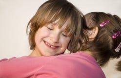 Amour des enfants - soeurs Image stock