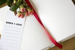 Amour des livres i avec la fleur Photos stock