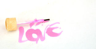 Amour des textes avec la brosse de polisseur de clou Photos stock